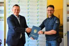 burmistrz Tomasz Suś oraz pełnomocnik firmy WI-BA Adrian Bochacki
