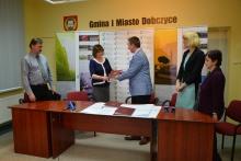 Podpisanie umowy na budowę parkingu i ścieżki wzdłuż potoku Węgielnica