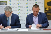 """podpisanie umowy na modernizację nawierzchni boiska w kompleksie """"Orlik"""""""