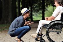 osoba niepełnosprawna z osobą towarzyszącą