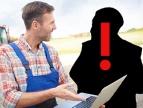 ostrzeżenie przed oszustami - na zdjęciu rolnik i czarna sylwetka z wykrzyknikiem